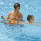 Anuncie-se como um instrutor de natação em piscinas públicas locais.