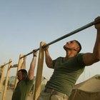 Las dominadas y dominadas son parte del entrenamiento de peso corporal Navy SEAL.
