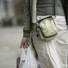 Sie können Ihre Plastiktüten im Geschäft wiederverwenden, für Tierabfälle und zum Auskleiden kleiner Mülleimer.
