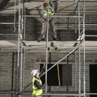 Es necesaria una plataforma segura cuando se trabaja en alturas.