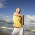 Estirarse antes de jugar le ayudará a prevenir lesiones y a aumentar la flexibilidad.