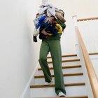 Subir y bajar escaleras de forma frecuente y vigorosa levantará y tonificará los músculos de los glúteos.