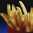 Comer alimentos con alto contenido de grasas saturadas puede aumentar los triglicéridos y el riesgo de enfermedad cardíaca.