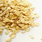 Rolled oats and other high-fiber grains are low-GI foods.