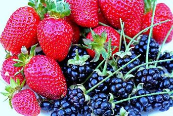 Berries are a low-calorie filling for pie.