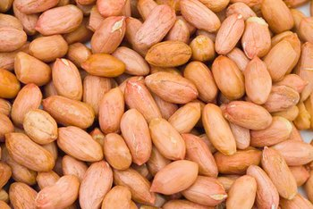 The nutrients in peanuts offer health benefits.