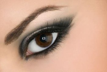 Create lashes of any length with Photoshop.