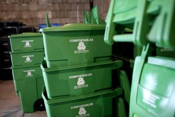 A compost bin allows indoor composting.