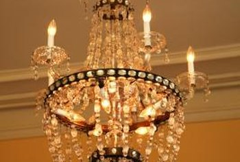 Transport your chandelier safely so that it can provide many more years of illumination.