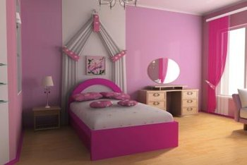 Girls bedroom in pink.