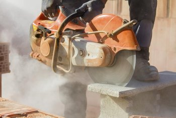 Use your Stihl TS400 with or without a water supply for wet cutting.