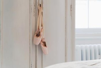 Incorporate icons such as pointe shoes in your design.