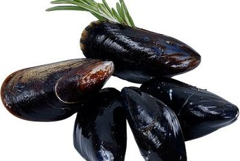 Eat foods rich in B-12, such as clams, to boost your level of methylcobalamin.