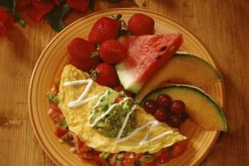 Eat an omelet and fruit for a gluten-free breakfast.