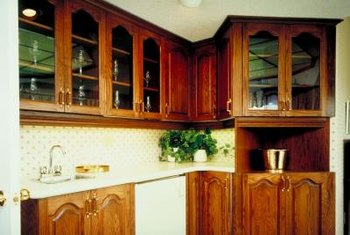 Corner display-type cabinets can be removed for more space.
