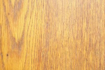 Oak veneer features complex grain patterns.