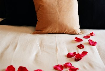 Red and gold are a romantic combination in the bedroom.