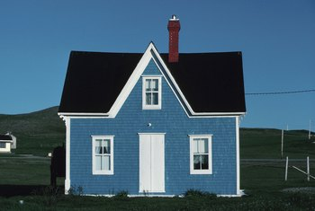 Contrasting colors look appealing on a small house.