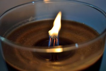 During the first burn, it's important to liquefy the top layer of wax from edge-to-edge to create a proper burn memory for the candle.