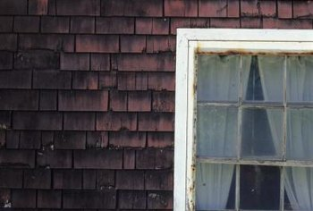 Recycle old window frames to create rustic-themed decor projects.
