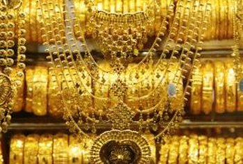 Gold buyers can host parties to buy gold.