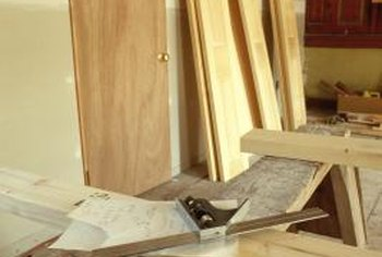 Oak doors have broad grain lines with complex shapes.