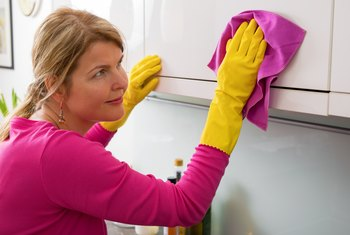 How to Clean Kitchen Cabinets Using Murphy Soap