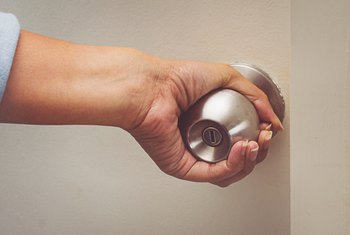 How to Take Off a Door Knob With No Screws