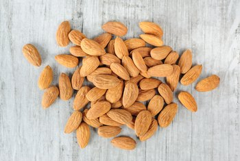 What Are the Benefits of Almonds for a Flat Stomach?