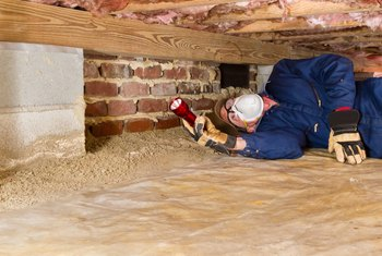 The Advantages & Disadvantages of a House Built on a Slab Vs. a Crawl Space