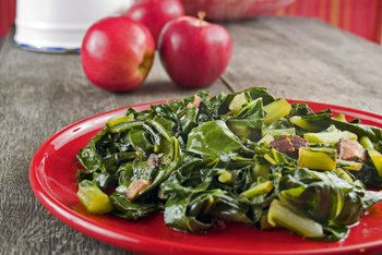 How Much Iron Is in Collard Greens?