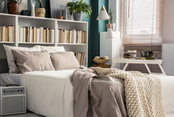 How to Arrange a Room and Bedroom Set With Small Space