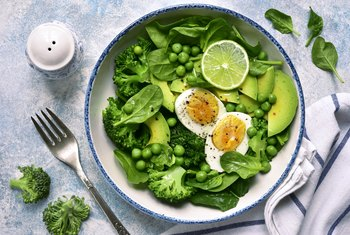Benefits of Spinach & Eggs for Breakfast