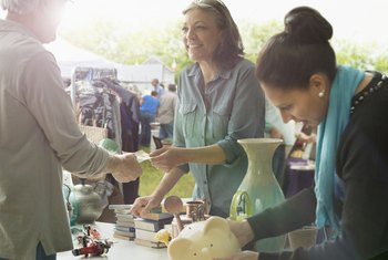What Are Good Products to Sell at Trade Days or Flea Markets?