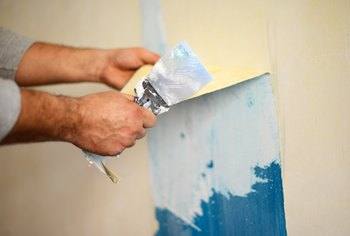 How to Take Acrylic and Latex Paint Off Walls