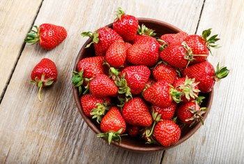 What Can You Put on Strawberries Besides Sugar?