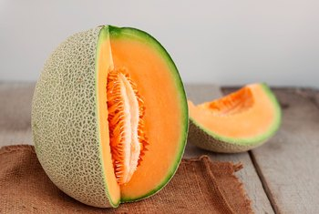 How to Prepare Fresh Cantaloupe Seeds for Planting