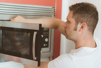 How to Remove Stains From a Microwave