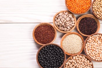Advantages & Disadvantages of Consuming Legumes as Opposed to Meat