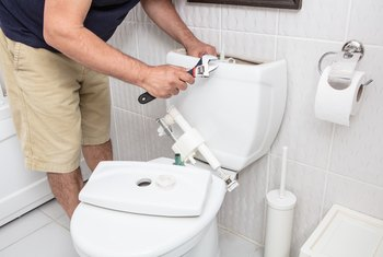 How to Plumb a Toilet From Start to Pipe