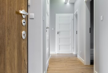 How To Cover A Gap Between The Laminate The Door Casing Home Guides Sf Gate