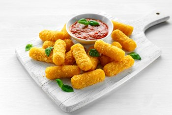 How Much Protein Is in Mozzarella Sticks?