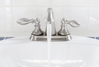 How to Lubricate Single-Handle Faucets