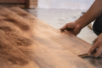 How to Extract Water From Wood Flooring