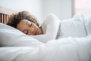 What Are the Benefits of Not Eating Before Bed?