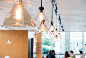 How to Determine the Ceiling Light Size for a Room