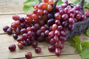 What Are the Benefits of Purple vs. White Grapes?