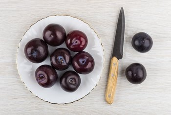Can Diabetics Eat Plums?