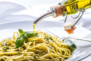 How to Drizzle Olive Oil on Food
