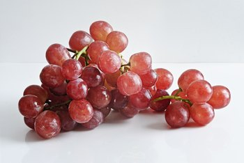 What Are the Benefits of Eating Fresh Red Seedless Grapes?